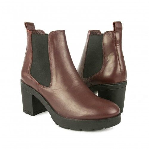 Boots with elastic closure...