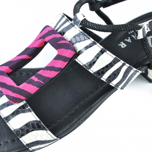 Leather sandals with buckle...